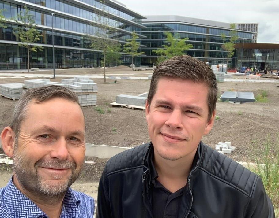Henk Pielman en Tim Blaak van Eleqtron bij nieuwbouw ING Amsterdam