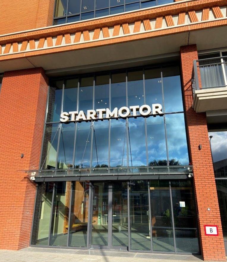 Voorzijde Startmotor gebouw in Rotterdam