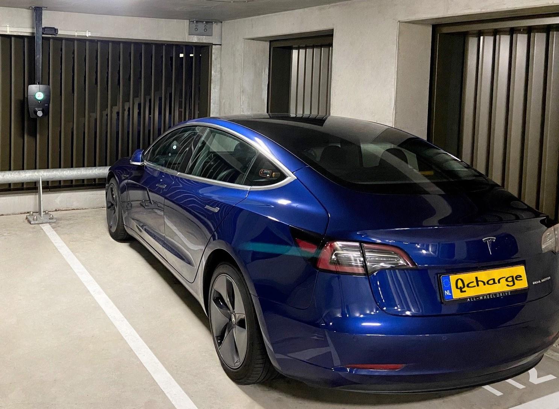 Parkeergarage Boston Seattle woontorens in Rotterdam met Tesla auto en Qcharge Eleqtron installatie